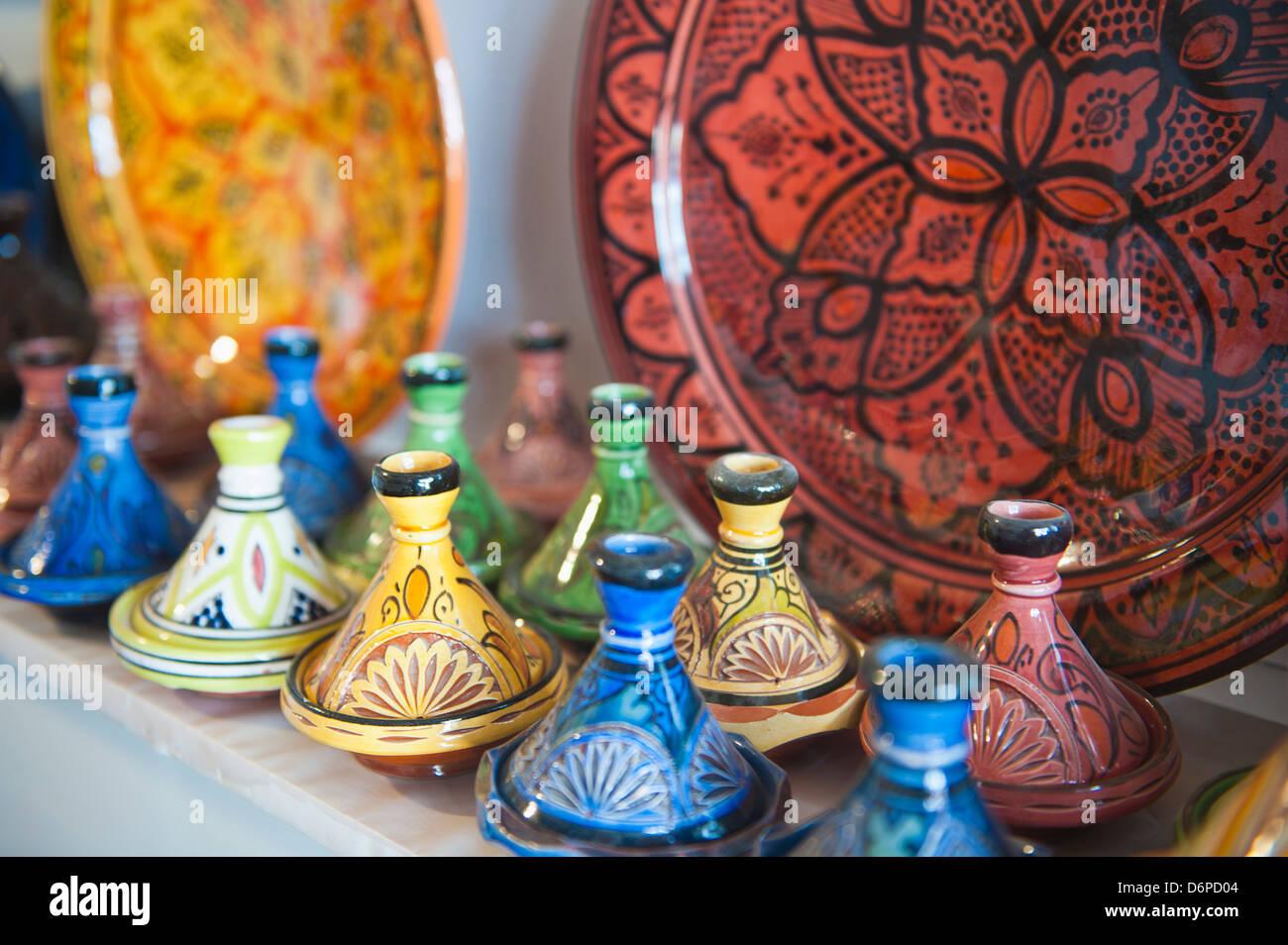 Keramik zum Verkauf, Essaouira, ehemals Mogador, Marokko, Nordafrika, Afrika Stockbild