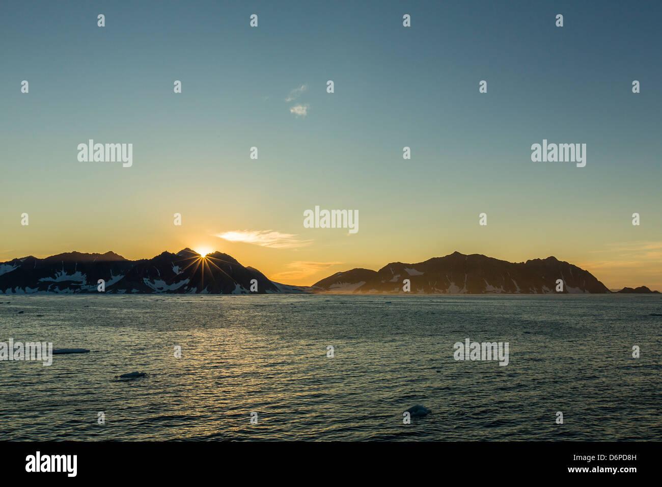 Sonnenuntergang im Kong Oscar Fjord, Nordostgrönland, Polarregionen Stockbild
