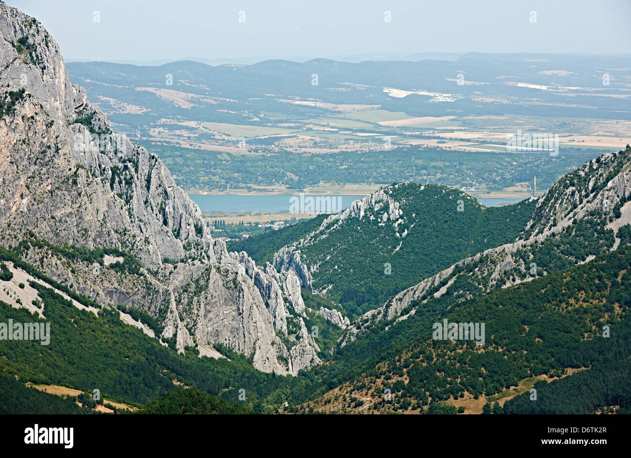 Die Vratsata Felsphänomen in der Nähe der Stadt Vratsa, Nord Bulgarien Sommerlandschaft Stockbild