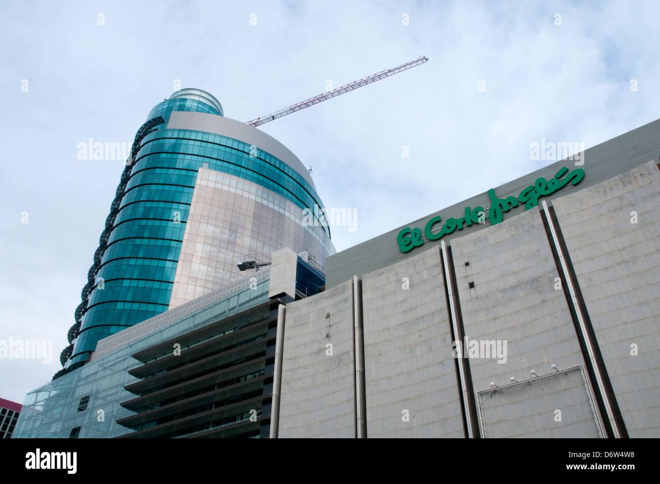 Titania Turm, El Corte Ingles. AZCA, Madrid, Spanien. Stockbild