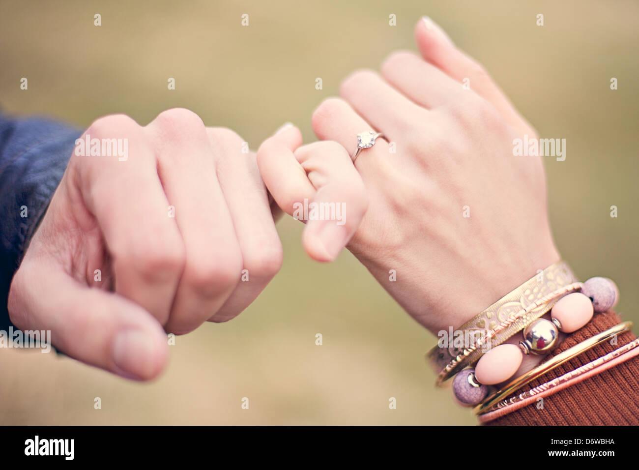 Hande Pakt Verlobung Verlobungsring Mann Frau Feier Stockfoto