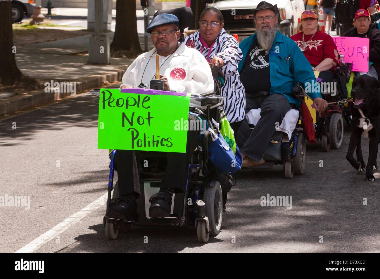Behinderung Rechte Gruppe, ADAPT, Kundgebung gegen Medicaid in Washington, D.C. Stockbild