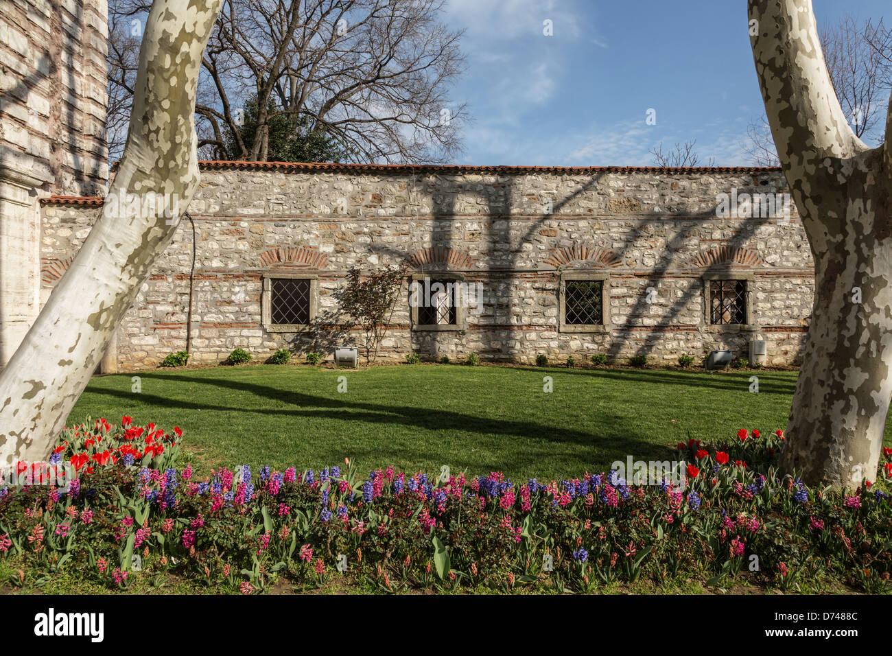 Garten im Topkapi-Palast, Istanbul, Türkei. Stockbild