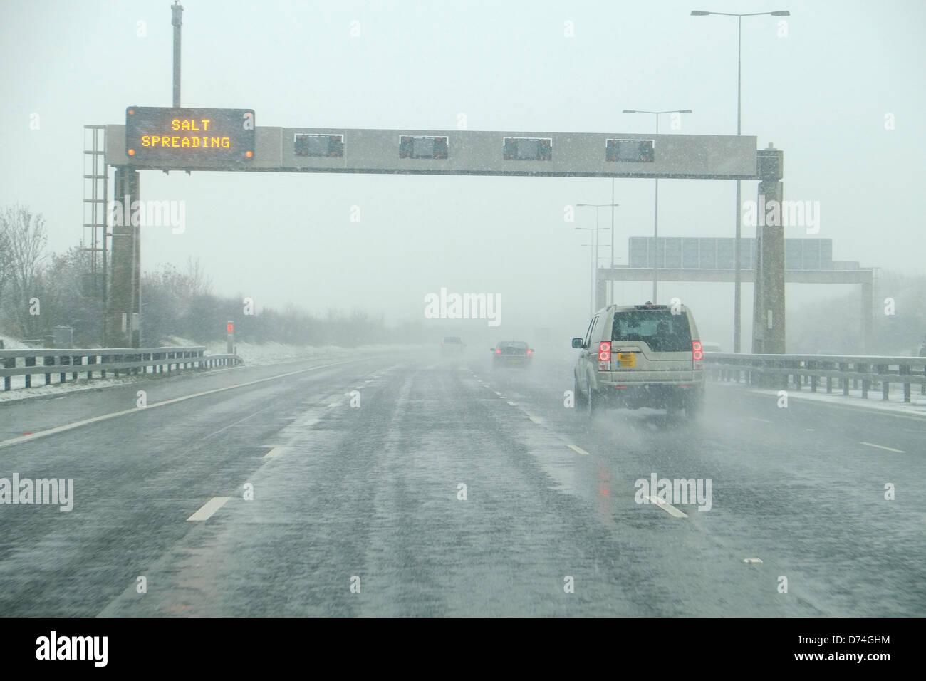 Fahren auf der Autobahn bei schlechten Wetterbedingungen, UK Stockbild