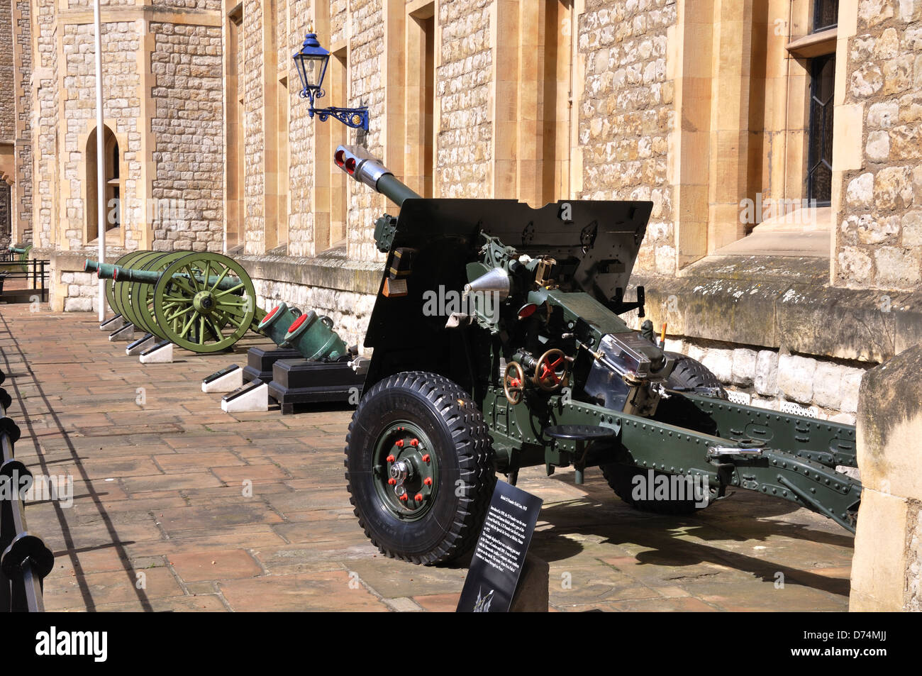Artillerie auf Display, Tower of London, London, UK Stockbild