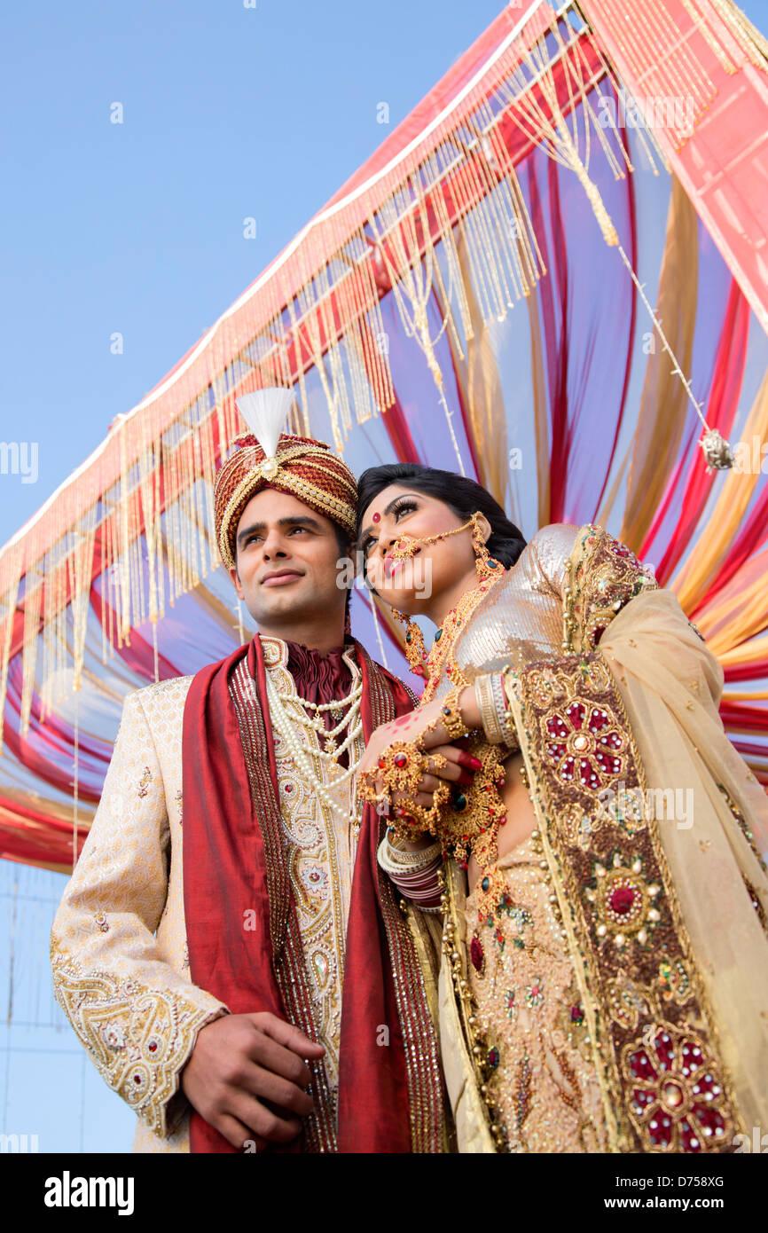 Tolle Hochzeitskleid Für Bräutigam Indian Fotos - Brautkleider Ideen ...