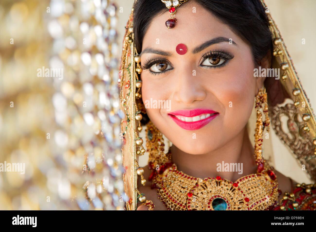 Niedlich Brautkleider In Indien Fotos - Brautkleider Ideen ...