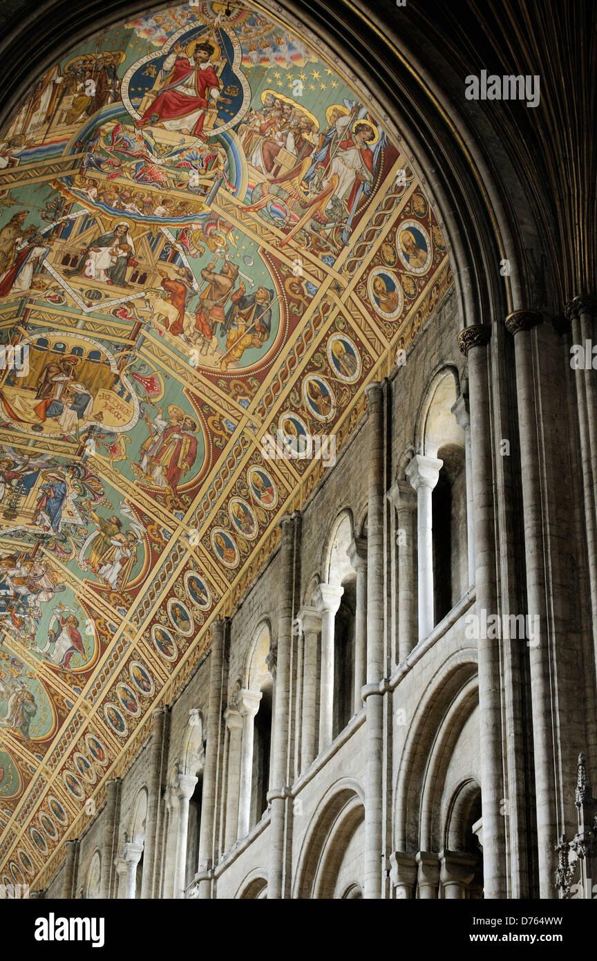 Kathedrale von Ely, Cambridgeshire, England. Kirchenschiff Decke gemalt, zeigt eine viktorianische Restaurierung Stockbild