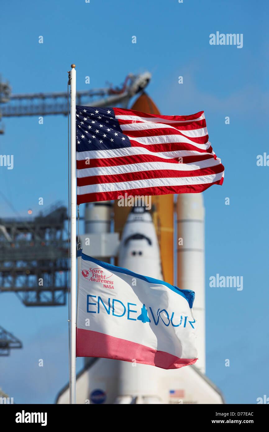 Amerikanische Flagge Space Shuttle Endeavour im Vordergrund Rahmen ...