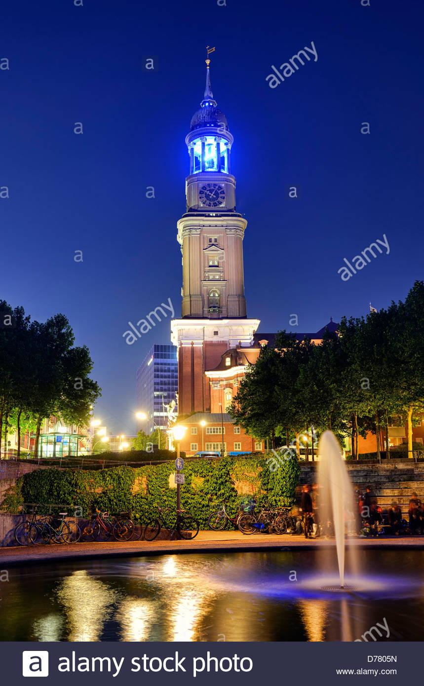 Beleuchtung Blue Port von Michael Batz, Kirche St. Michaelis in Hamburg, Deutschland, Europa Stockbild