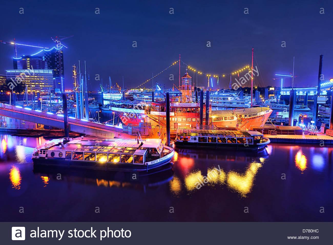 Beleuchtung Blue Port von Michael Batz, City-Sport Hafen mit Feuerschiff und Elbphilharmonie in Hamburg, Deutschland, Stockbild