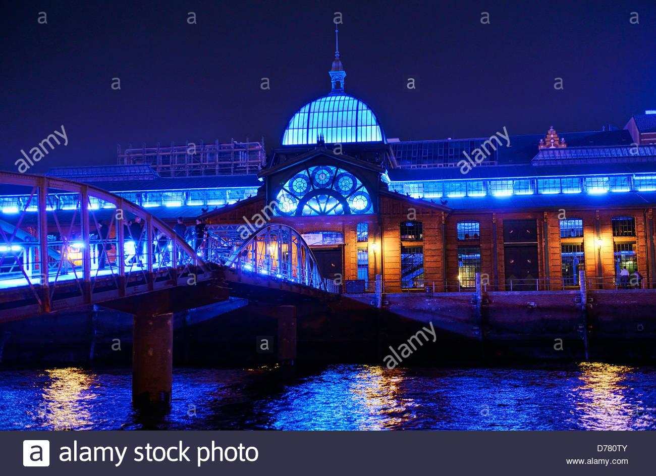 Beleuchtung Blue Port von Michael Batz, Fisch Auktionshalle in Hamburg, Deutschland, Europa Stockbild