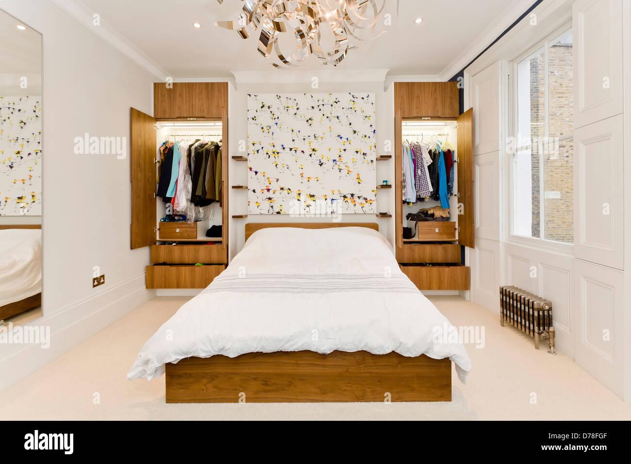 Offene Schranke Im Modernen Schlafzimmer Stockfoto Bild 56121535