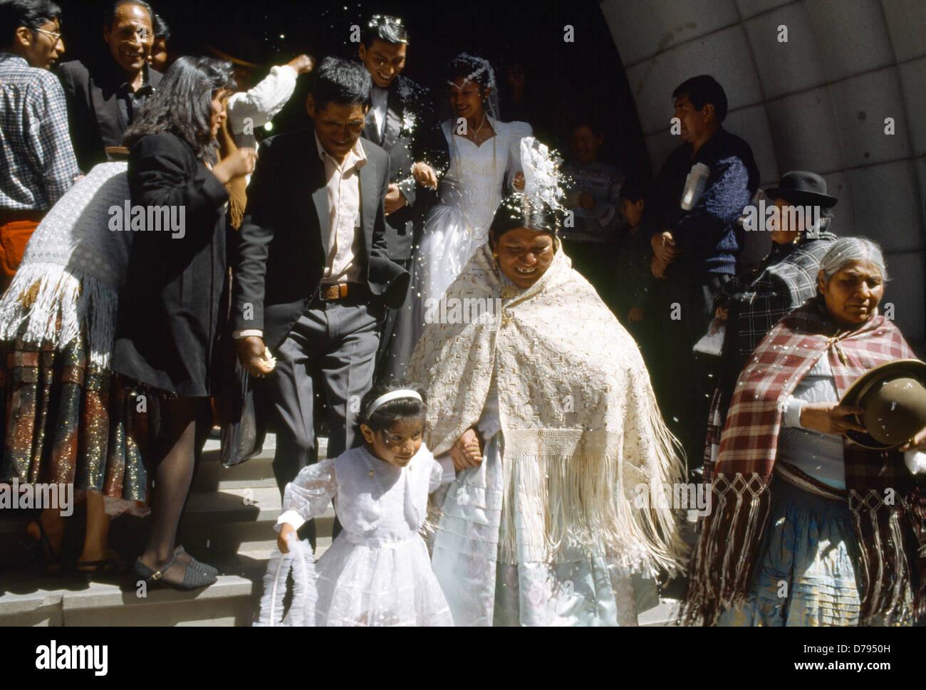 La Paz Bolivien traditionelle & westlichen Kleid zur Hochzeit ...