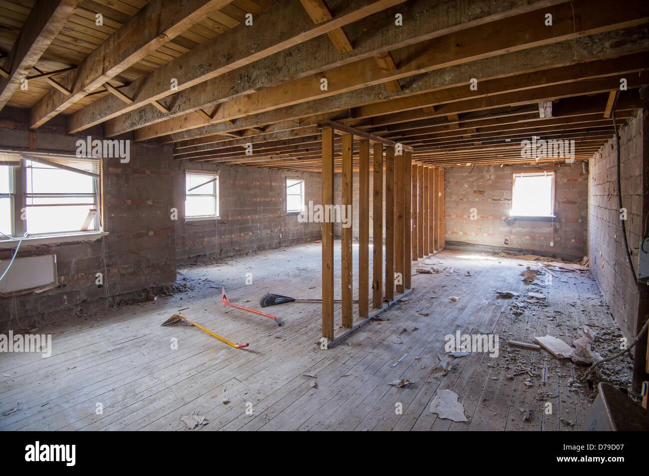 Hervorragend Im Haus wird entkernt und renoviert Stockfoto, Bild: 56141463 - Alamy TV82