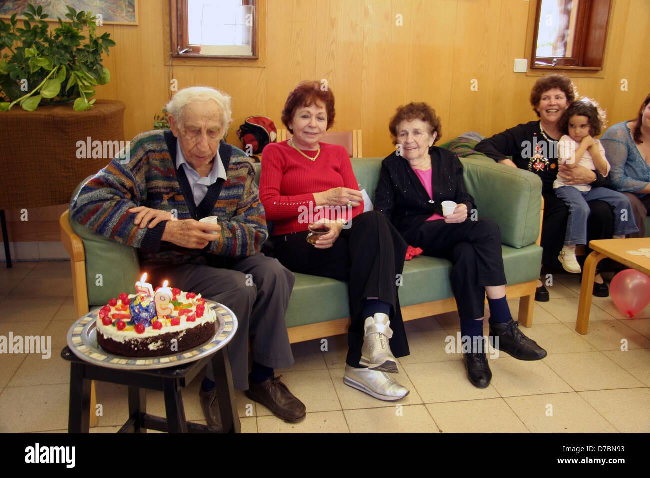 95. Geburtstag-Partei, Yehoshua im Kibbutz Beit Alfa (2006) Stockbild