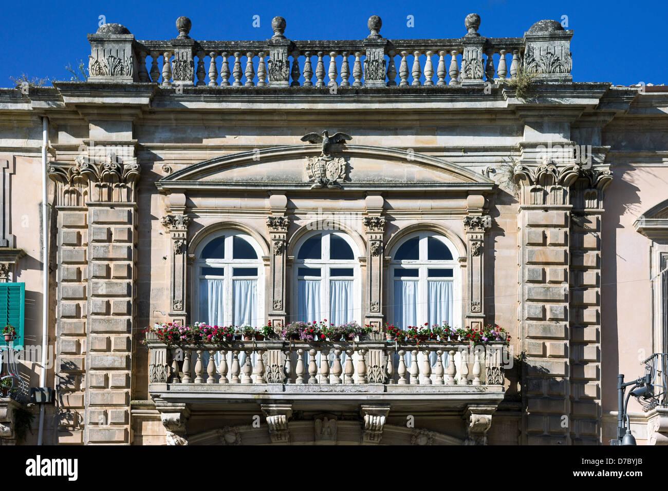 Europa-Italien, Sizilien, Ragusa, Ibla, Piazza del Duomo, dem Sanfilippo-Palast-Balkon Stockbild