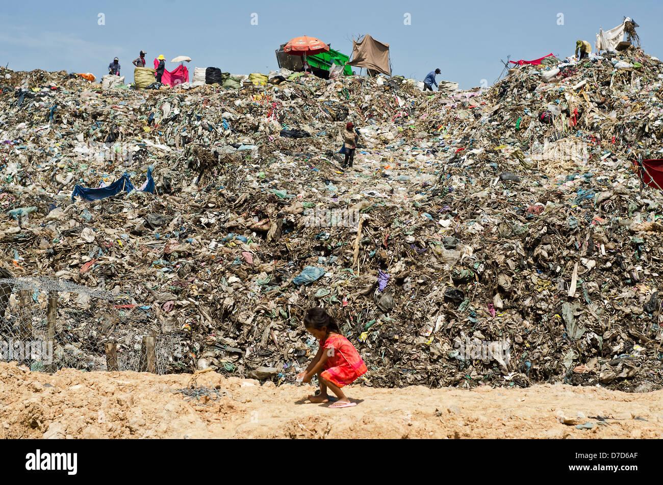 Tuol Sleng Müll Deponie, Phnom Penh, Kambodscha Stockbild