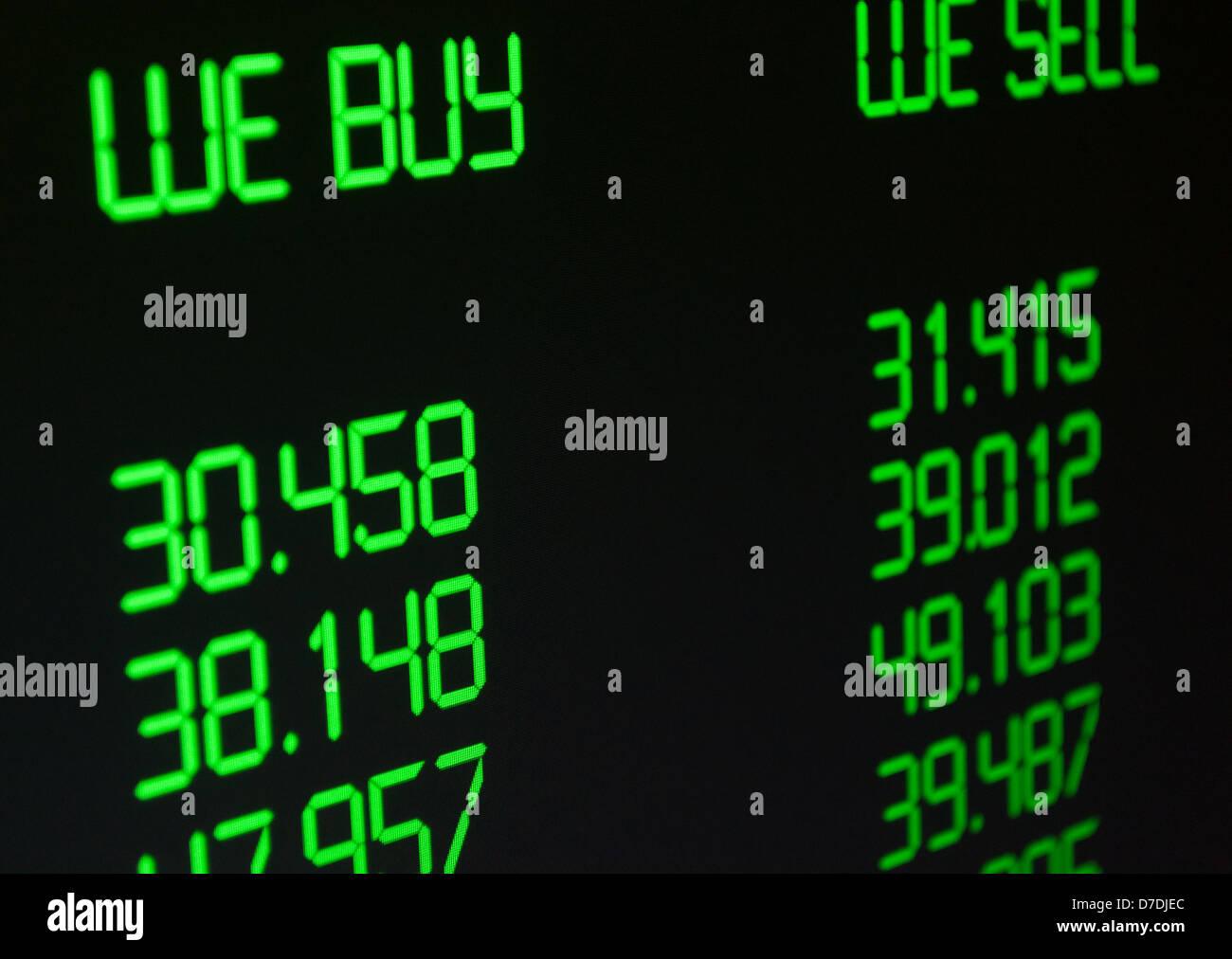 Ausländische Währungswechselkurs auf dem Display Stockbild