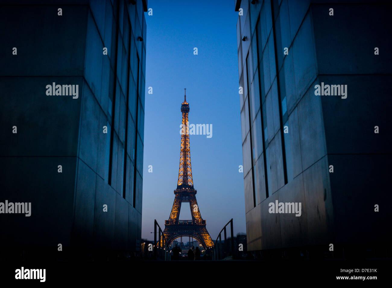 Blick auf den Eiffelturm von Ecole Militaire. Stockbild