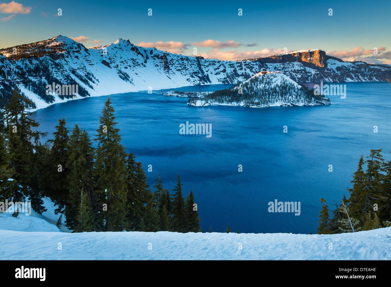 Crater Lake Nationalpark, befindet sich im südlichen Oregon, im winter Stockfoto