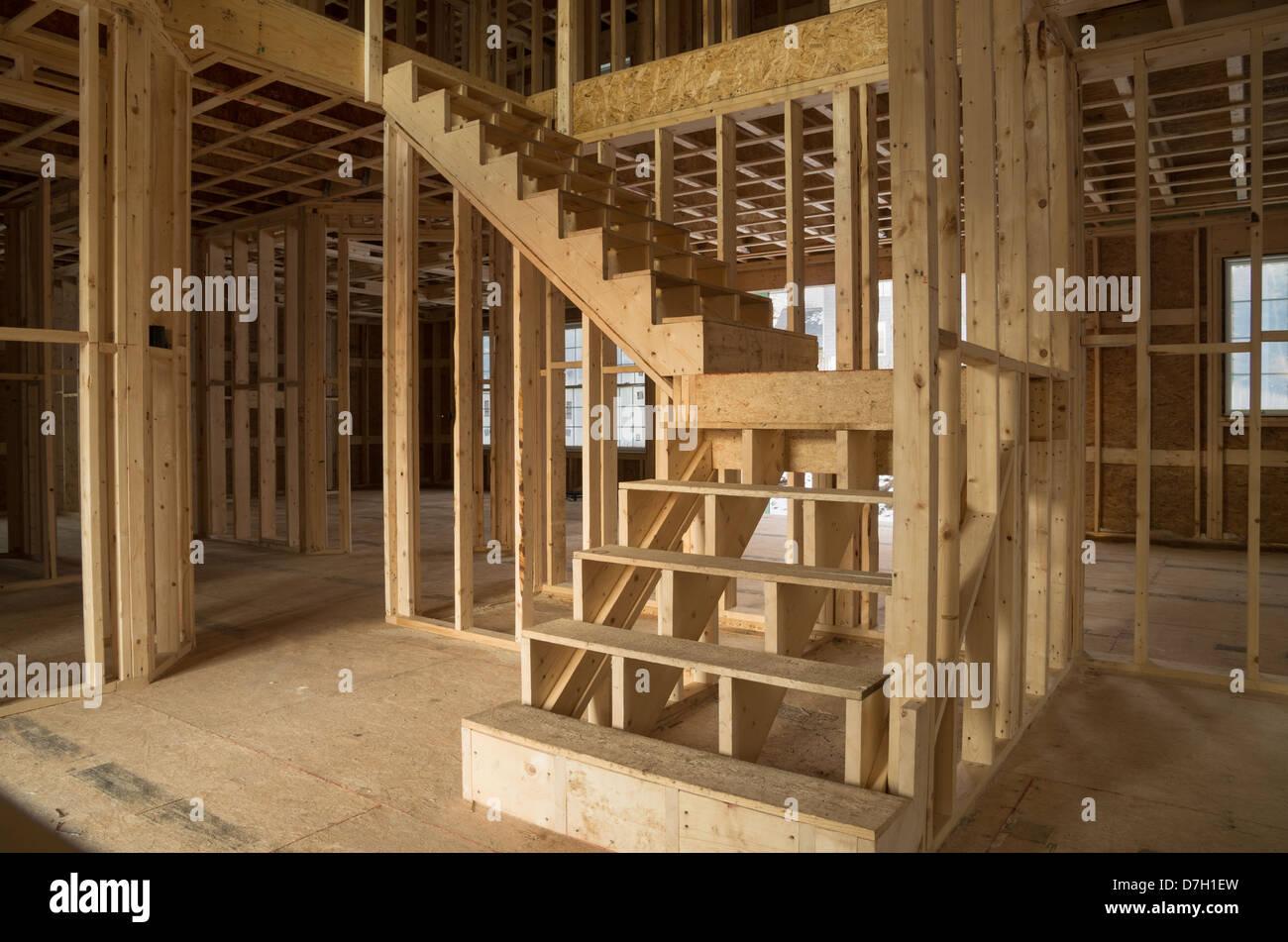 neues Haus Konstruktion Interieur mit exponierten Rahmung und ...