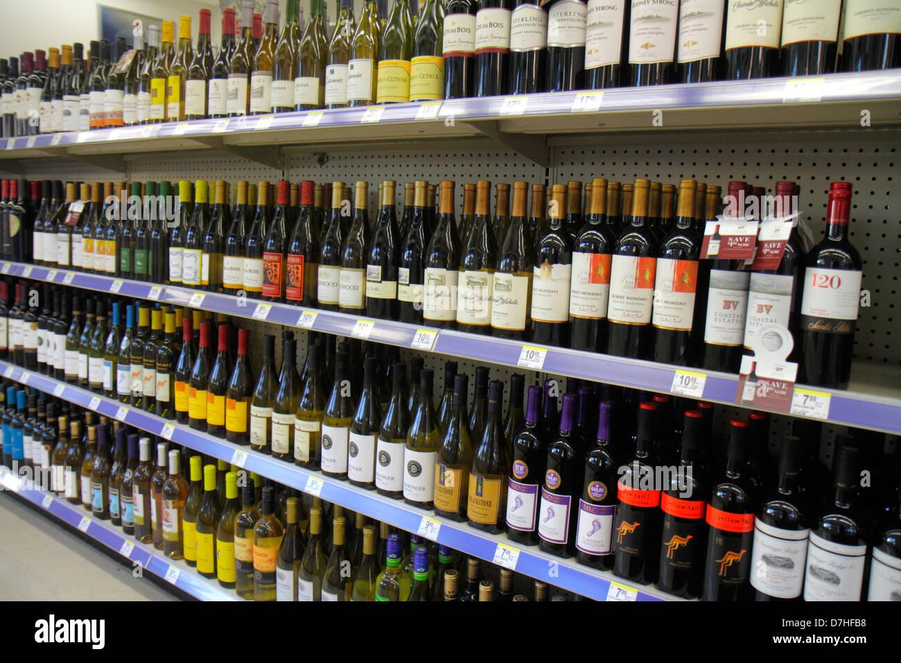 Miami Beach Florida Walgreens Liquor Store Regale Einzelhandel für ...