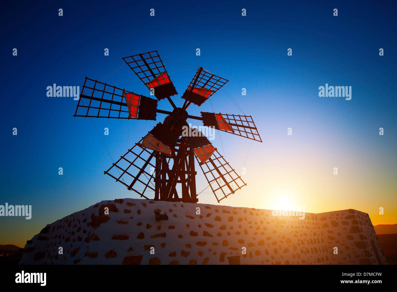 Mühle bei Sonnenuntergang Stockbild