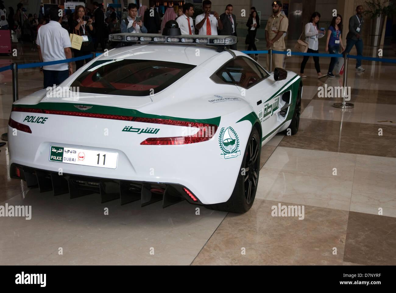 Dubai Polizei Aston Martin One77 Coupe Streifenwagen Stockfotografie Alamy