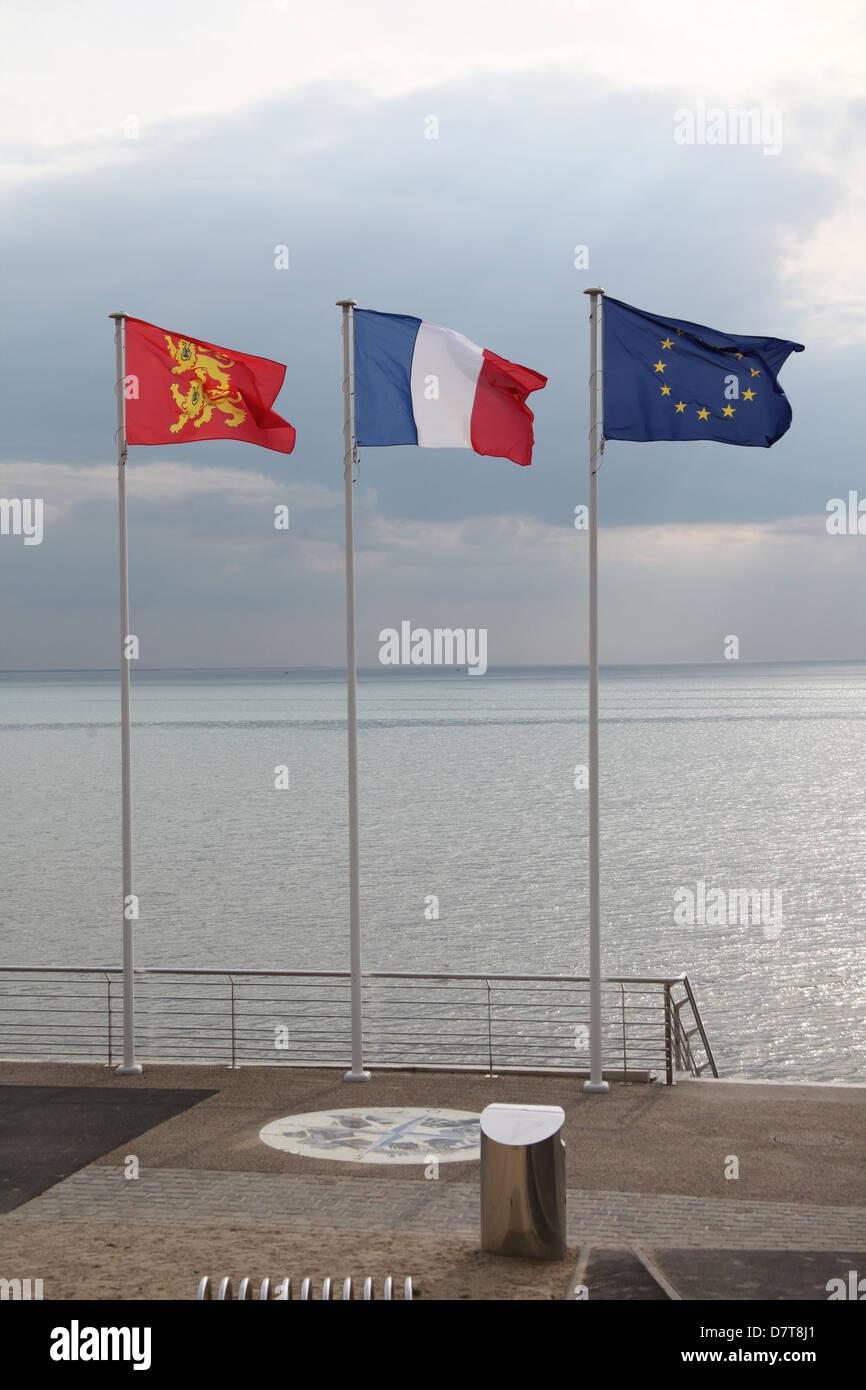 Drei Fahnen: Normandie, Frankreich und der Europäischen Union. In der Normandie Frankreich genommen. Stockbild