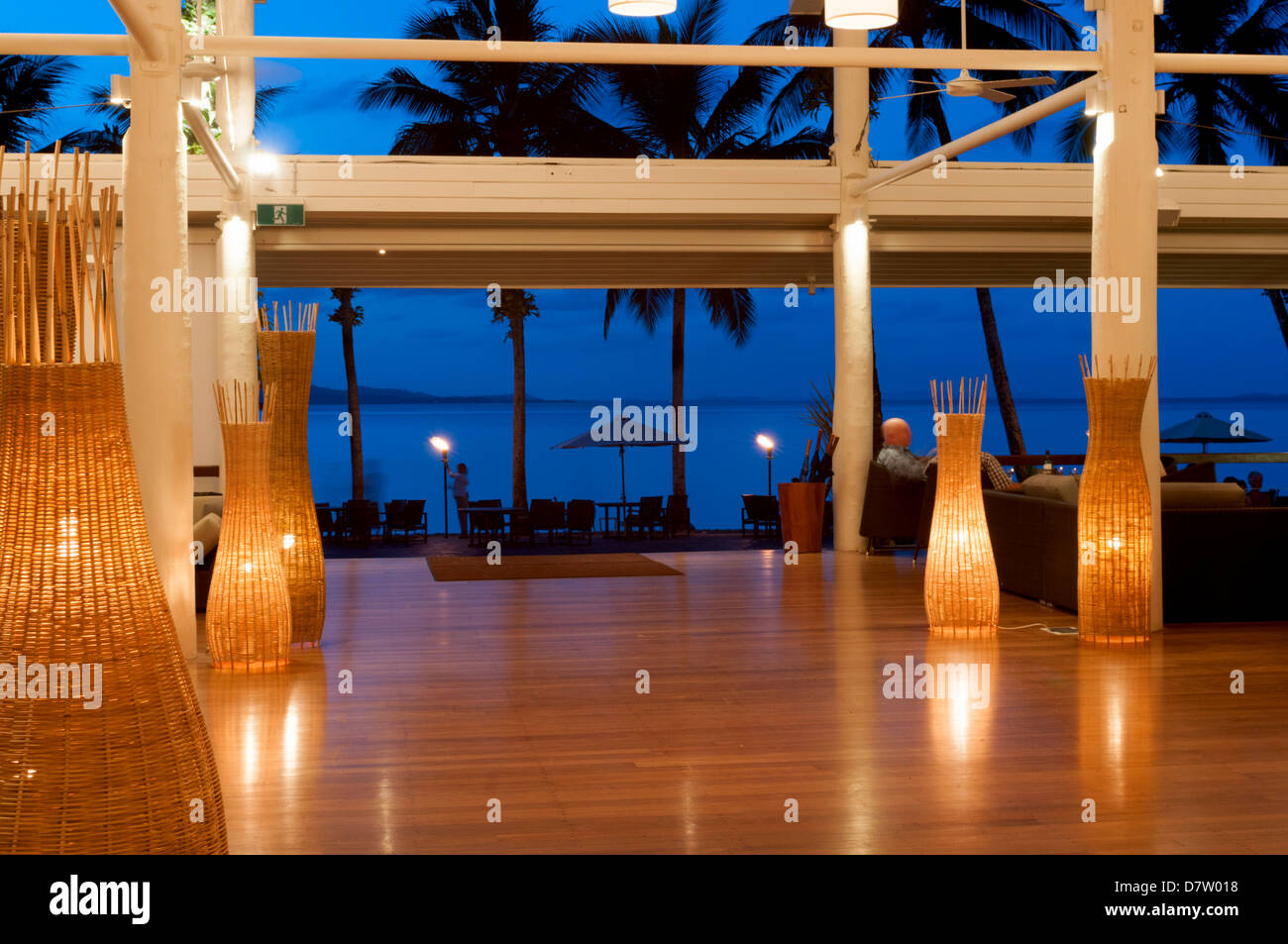 Blick vom Dunk Island Resort in pazifischen Ozean, Great Barrier Reef, in der Dämmerung, Mission Beach, Queensland, Stockbild