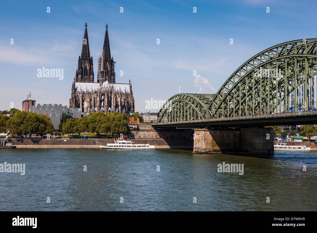 Rheinbrücke und Cathedral of Cologne, UNESCO-Weltkulturerbe, Rhein, Köln, Nordrhein-Westfalen, Deutschland Stockfoto