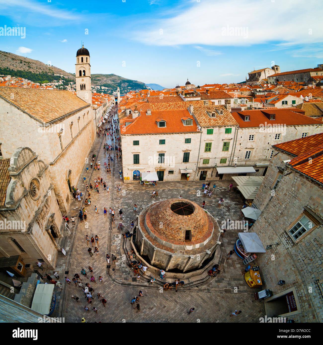 Großer Onforio Brunnen, Franziskaner-Kloster und Stadt Glockenturm, UNESCO-Weltkulturerbe, Dubrovnik, Dalmatien, Stockbild