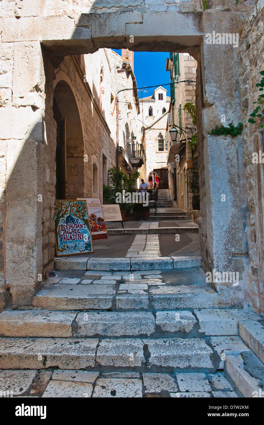 Schmale Seitenstraße, die Stadt Hvar, Insel Hvar, Dalmatien, Kroatien Stockbild