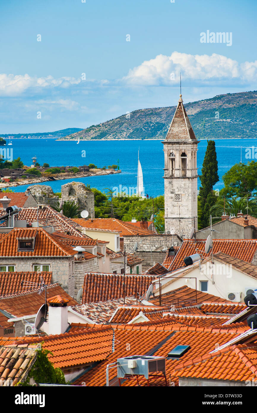 Turm der St.-Michael-Kloster und Kirche Glockenturm, Trogir, UNESCO World Heritage Site, dalmatinische Küste, Stockbild