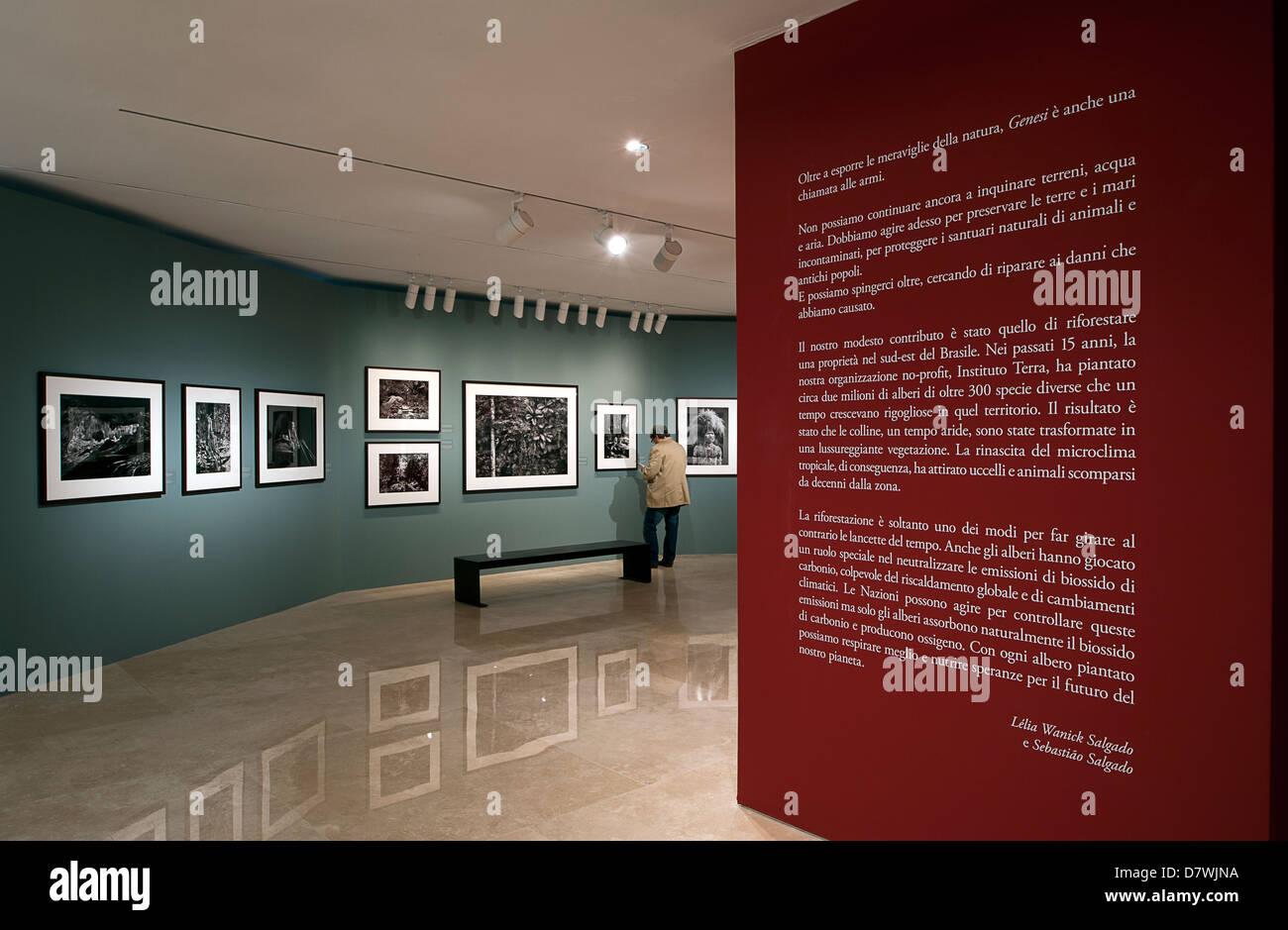"Ausstellung ""Genesis"" der brasilianische Fotograf Sebastião Salgado. Ara Pacis Museum, Rom, Italien. Stockbild"