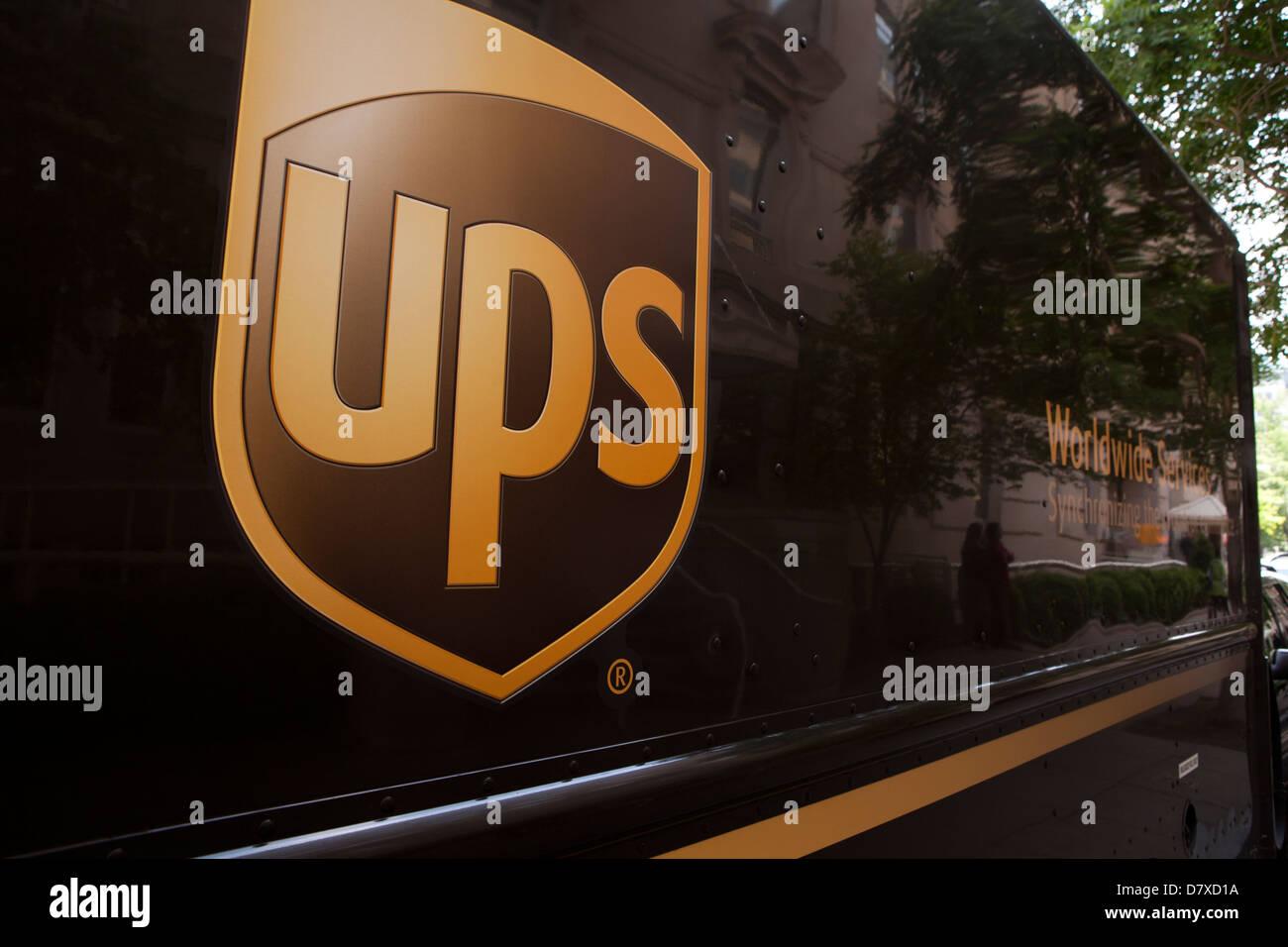 UPS-Logo auf Lieferwagen Stockbild