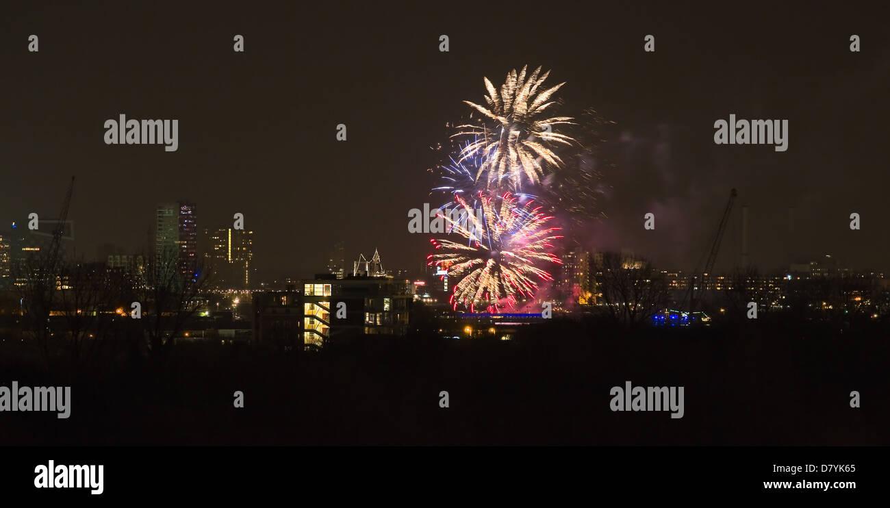 Feuerwerk am Erasmusbrücke, Rotterdam. die Niederlande zum ersten Königstag, 30. April 2013 feiern. Stockfoto