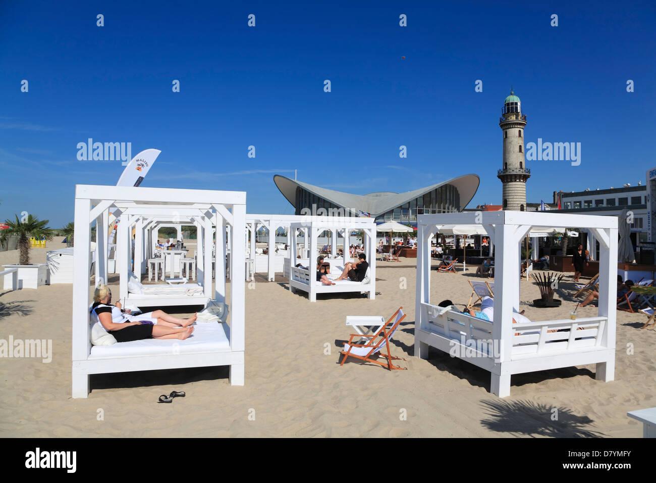 Schusters strandbar am teepott und leuchtturm warnem nde for Urlaub ostsee warnemunde