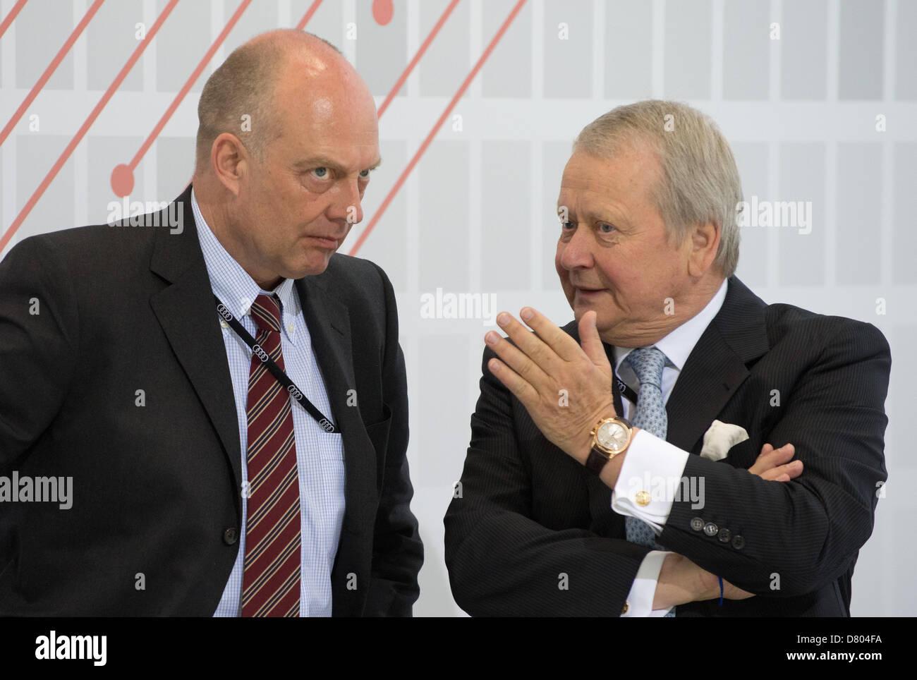 Vorsitzender der Familie Porsche AG Holding Gesellschaft, Ferdinand Oliver Porsche (L) und Vorsitzende des Aufsichtsrats, Stockbild