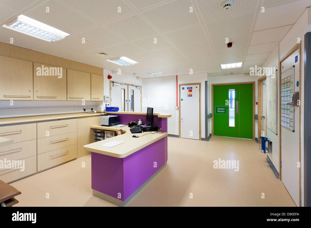 unbesetzten Krankenschwestern Station im Krankenhaus Stockbild