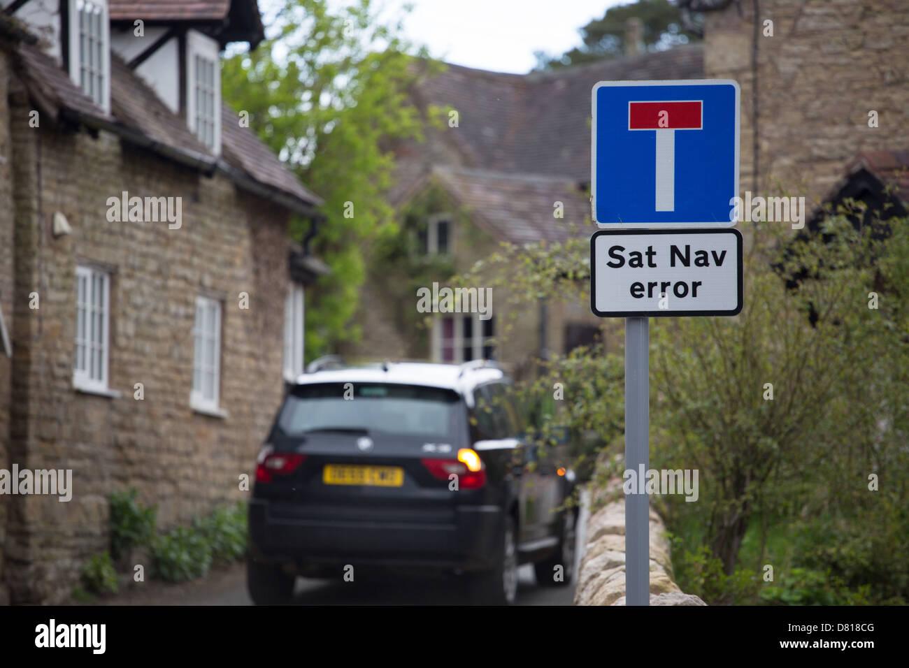 Sat Nav Fehler Zeichen in ländlichen Dorf zeigt Autofahrer an, dass ihr Navi einen Fehler gemacht haben dürfte Stockbild