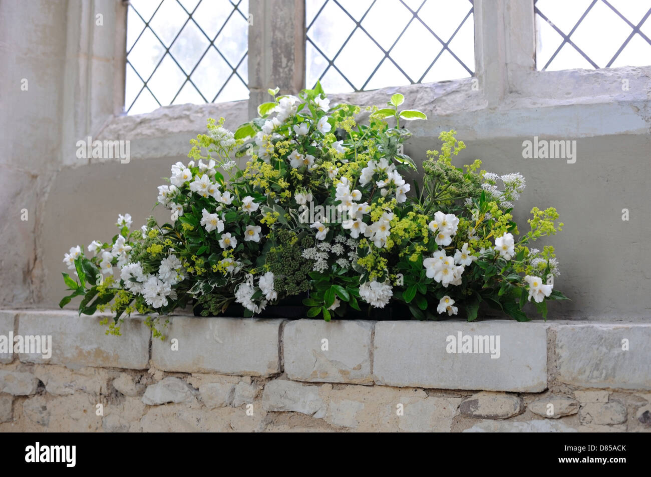 Blumen Schmucken Eine Kirche Fur Eine Hochzeit Stockfoto Bild