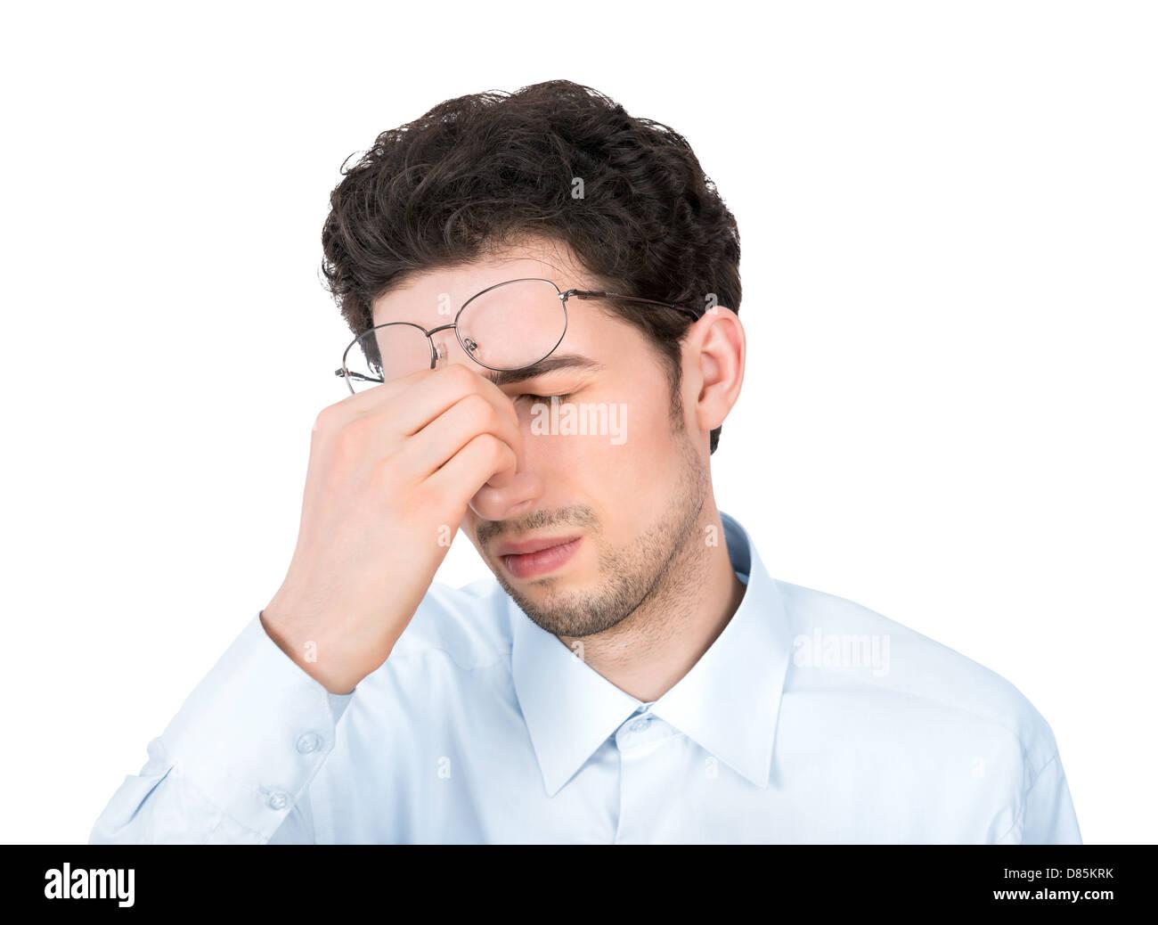 Hübscher junger Geschäftsmann zeigt müde oder Kopfschmerzen Geste. Isoliert auf weißem Hintergrund. Stockbild