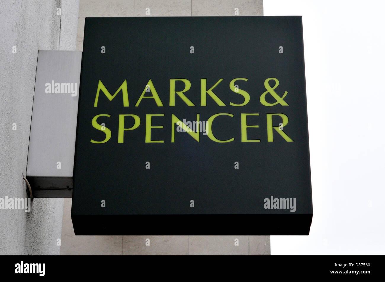 Aufatmen für Mark & Spencer, London, UK. Stockbild