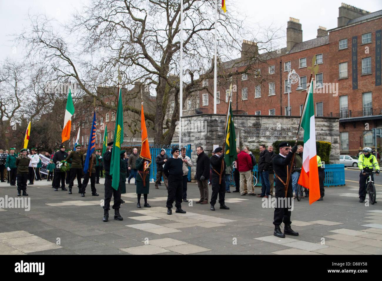Abweichenden Gruppe Republican Sinn Féin marschieren auf das Gruppenrichtlinienobjekt in Dublin zum Gedenken Stockbild