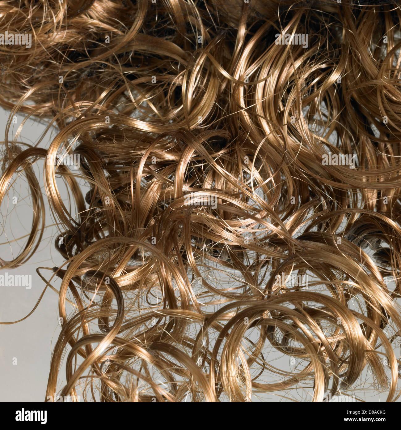 Detail der einige gekräuselte Haare im Licht zurück Stockbild