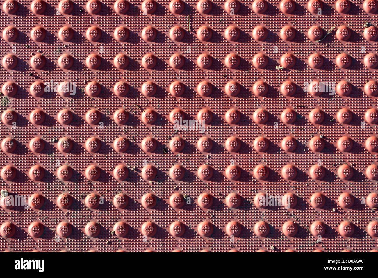 roten Anti Rutsch Oberfläche vom Bürgersteig Rampe Textur. Stockbild