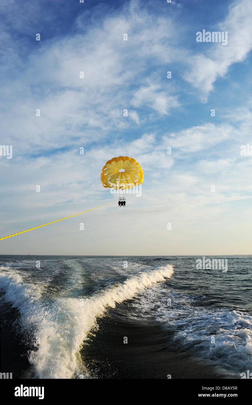 Lifesaver Jacket Stockfotos Bilder Seite 3 Alamy Peugeot Wiring Diagrams Mhh Parasailing Gezogen Von Einem Boot Im Meer Stockbild