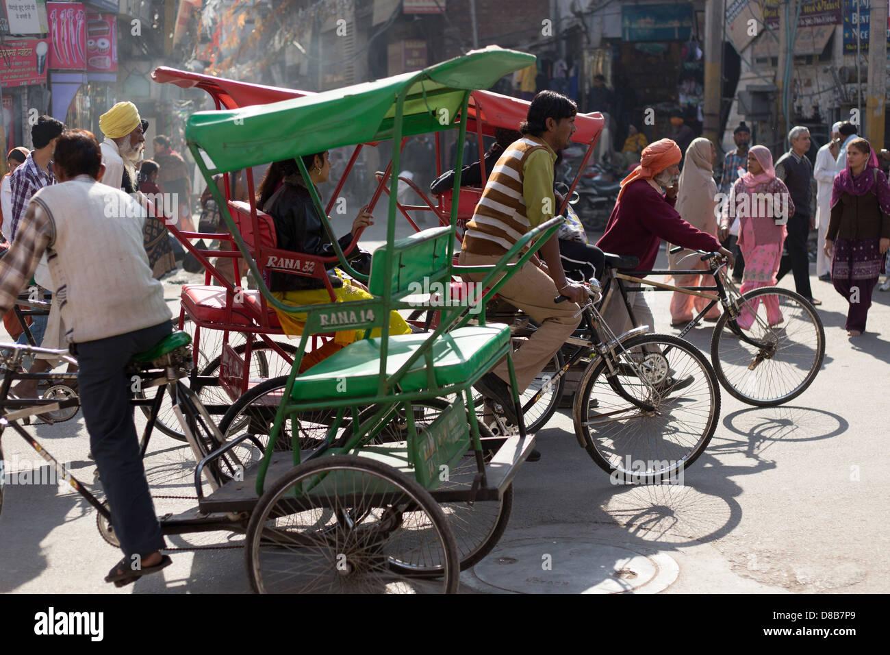 Amritsar Punjab, Indien typische Straßenszene in der Nähe von Golden Temple Stockbild